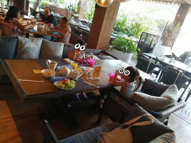 f:セブ島シャングリラ・マクタンの広い朝食テーブル