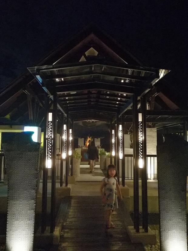 フィリピン・セブ島シャングリラマクタンのCowrieCoveでディナー