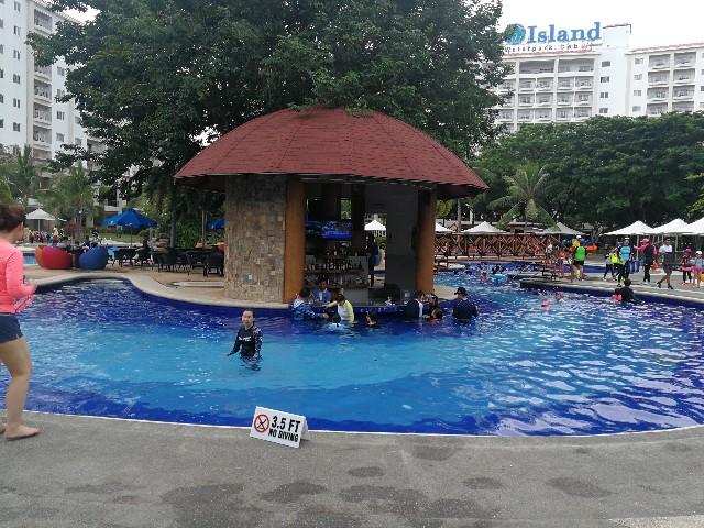 フィリピン・セブ島JPARKホテルのプールと韓国レストラン